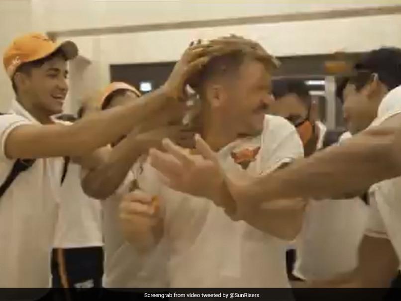 IPL 2020 ، SRH در برابر دی سی: دیوید وارنر پس از شکست پایتخت های دهلی ، برای پایهای SunRisers Hyderabad می جنگد.  تماشا کردن