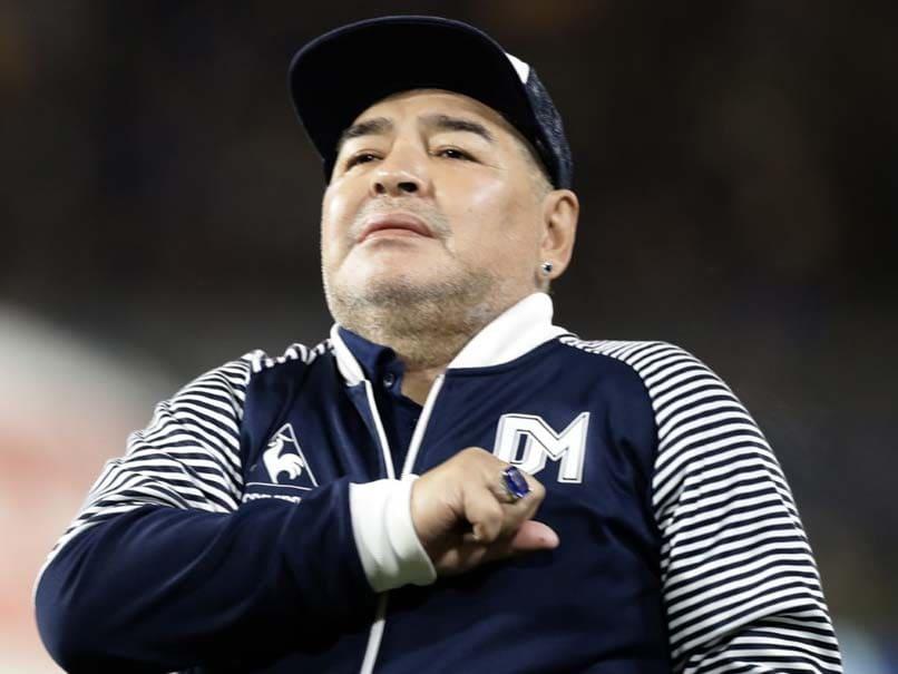 دیگو مارادونا پس از جراحی مغز در حال پیشرفت است