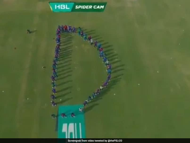 تیم های PSL ، سلطانهای سلطان و کراچی کراچی ، ادای احترام زیادی به دین جونز می دهند.  تماشا کردن